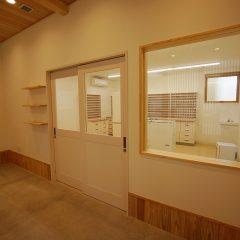 調剤室は待合室からも見えるように